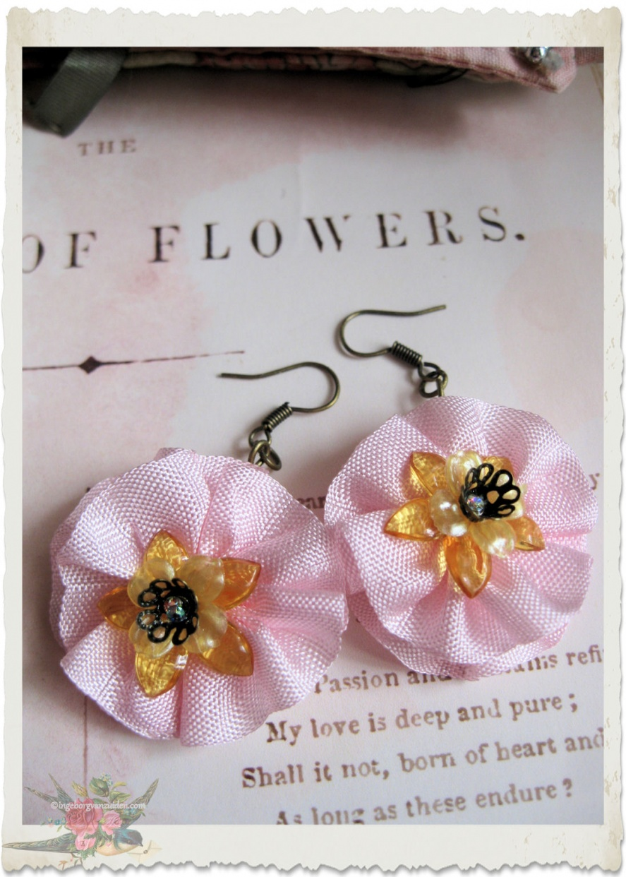 Pink floral ribbon earrings by Ingeborg van Zuiden