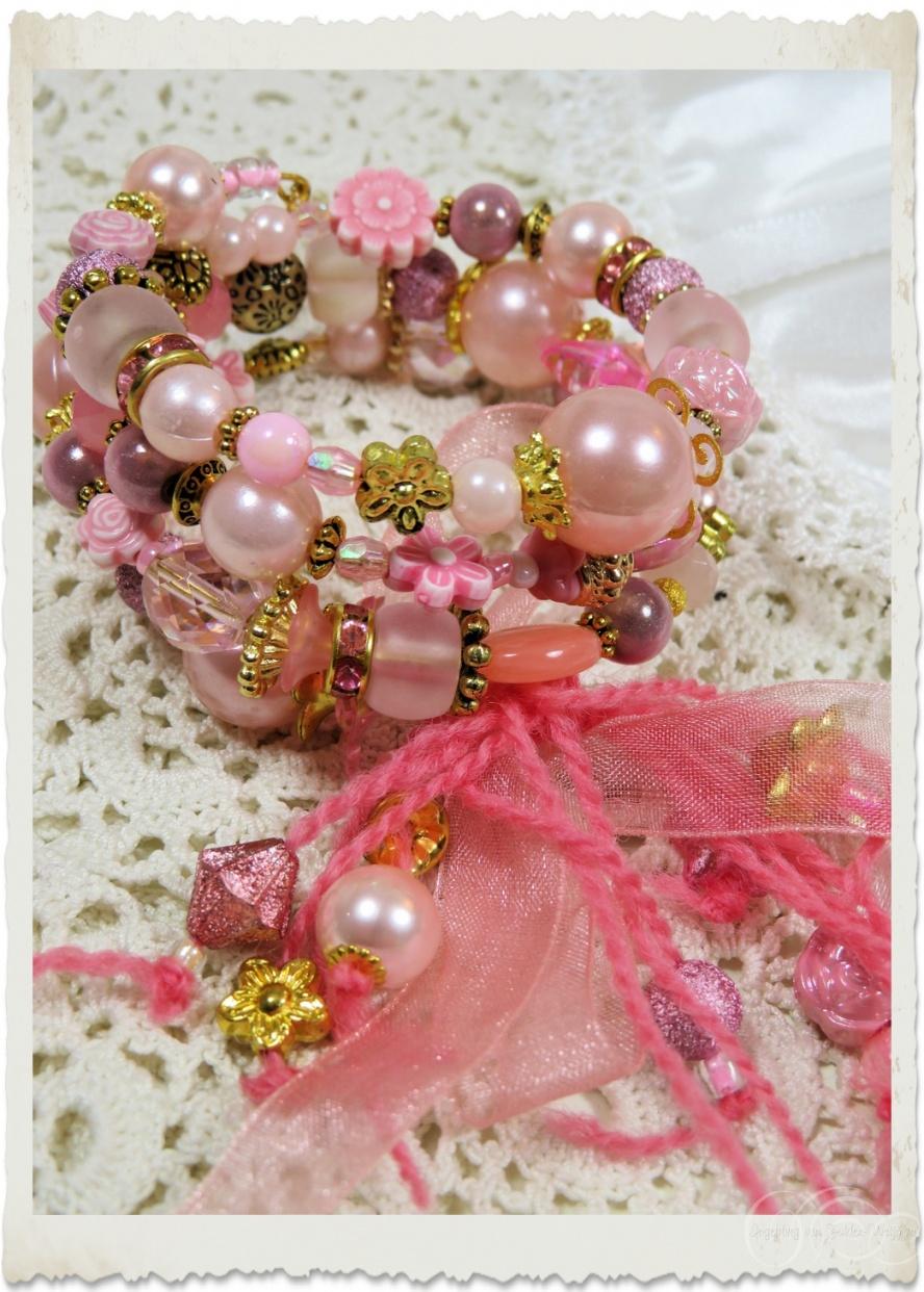 Pink memory wire bracelet by Ingeborg van Zuiden