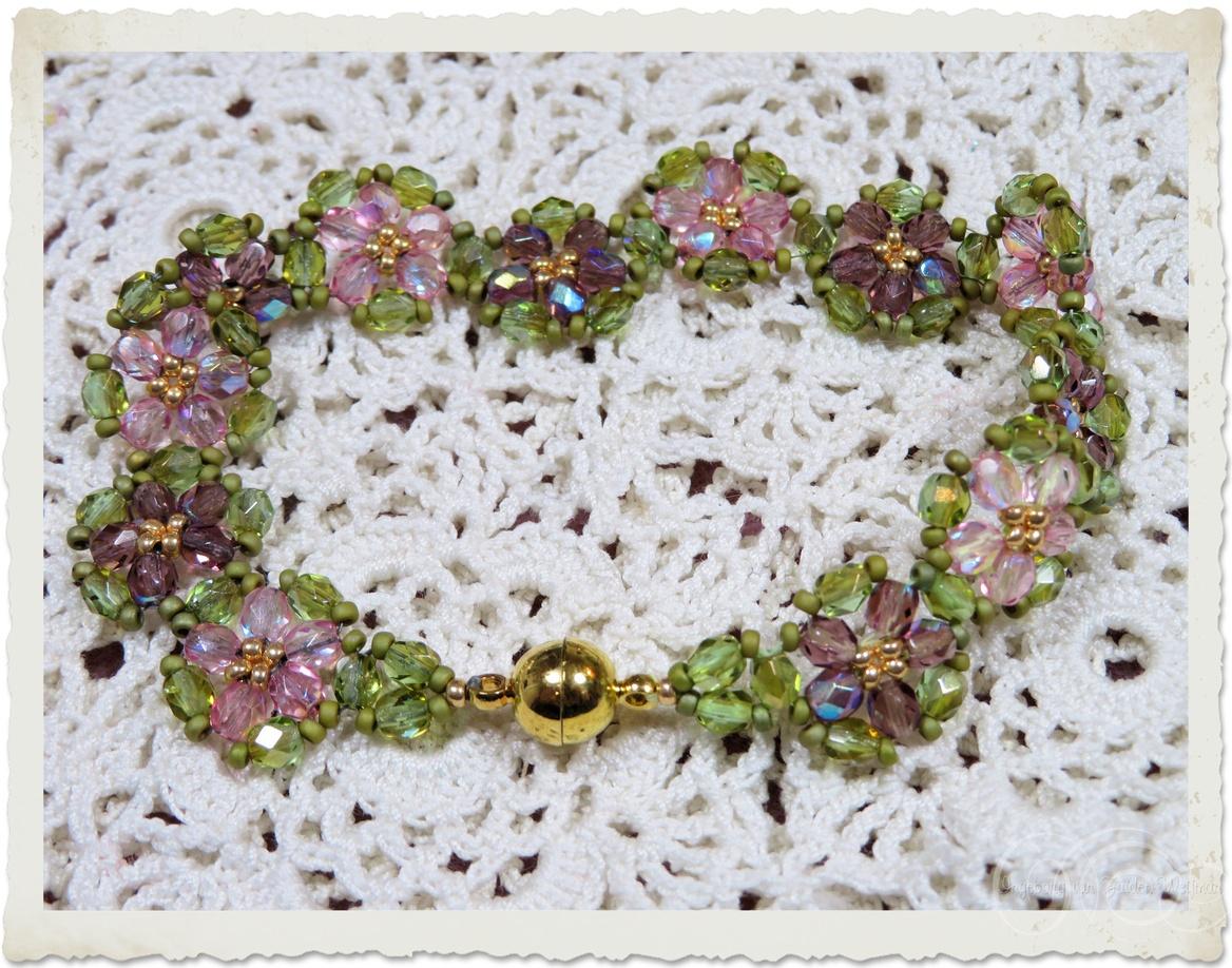 Handmade floral beadweaving bracelet with pink and purple Czech crystals and Miyuki seed beads by Ingeborg van Zuiden